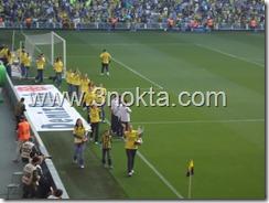 fenerbahçe bayan voleybol takımı fenerbahçe ankaragücü maçı öncesi türkiye ligi şampiyonluk kupasıyla seyiriiciyi selamlıyor