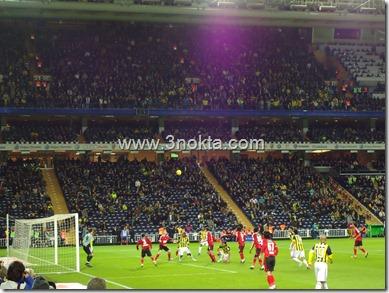 fenerbahçe sivasspor maçı. fenerbahçe sivasspor kalesi önünde gol arıyor