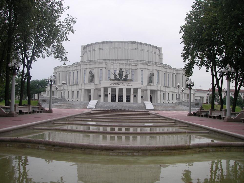 Minsk opera binası