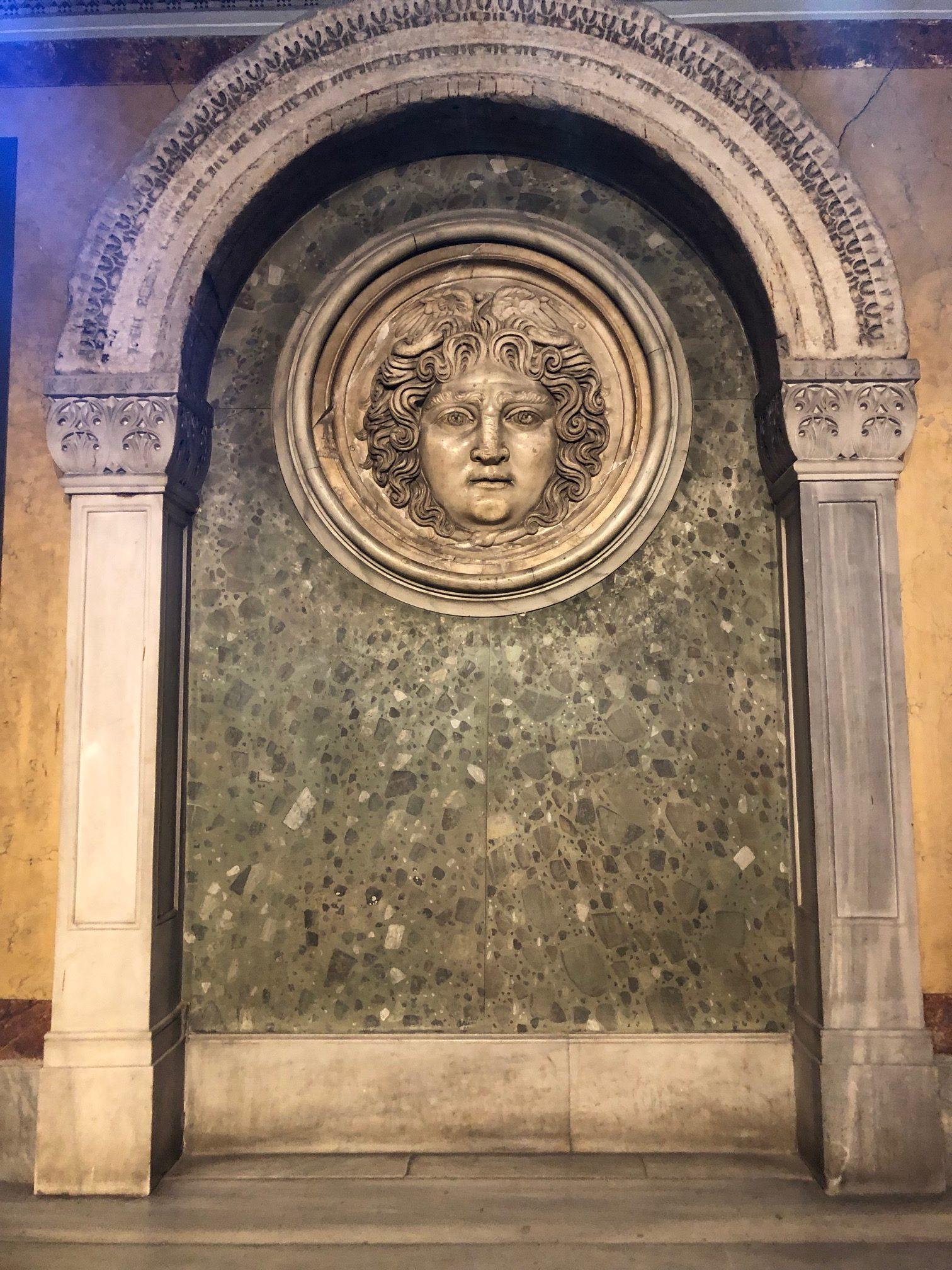 """İstanbul Arkeoloji Müzesi ve """"Medusa"""""""