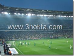 fenerbahçe bursaspor maçı şükrü saraçoğlu stadyumu brezilyalı alex serbest atış kullanıyor ve Bulgar  kaleci Ivankov topu tutuyor