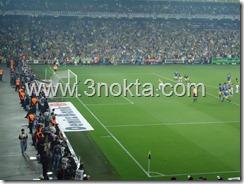 fenerbahce ankaragücü maçı Brezilyalı Alex 3 . golü atmak üzere penaltı vuruşunu kullanıyor