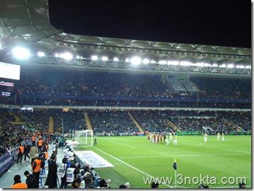 fenerbahçe sivasspor maçı dakika 77. Fenerbahçe nin brezilyalı kaptanı Alex topun başında.Birazdan bu serbest atıştan Fenerbahçe nin golü gelecek.